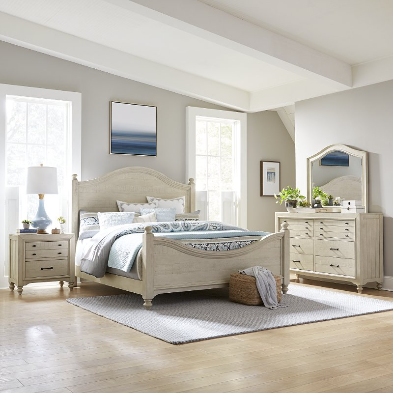 Rustic Antique White 4 Piece Queen Bedroom Set - Catawba | RC Willey ...