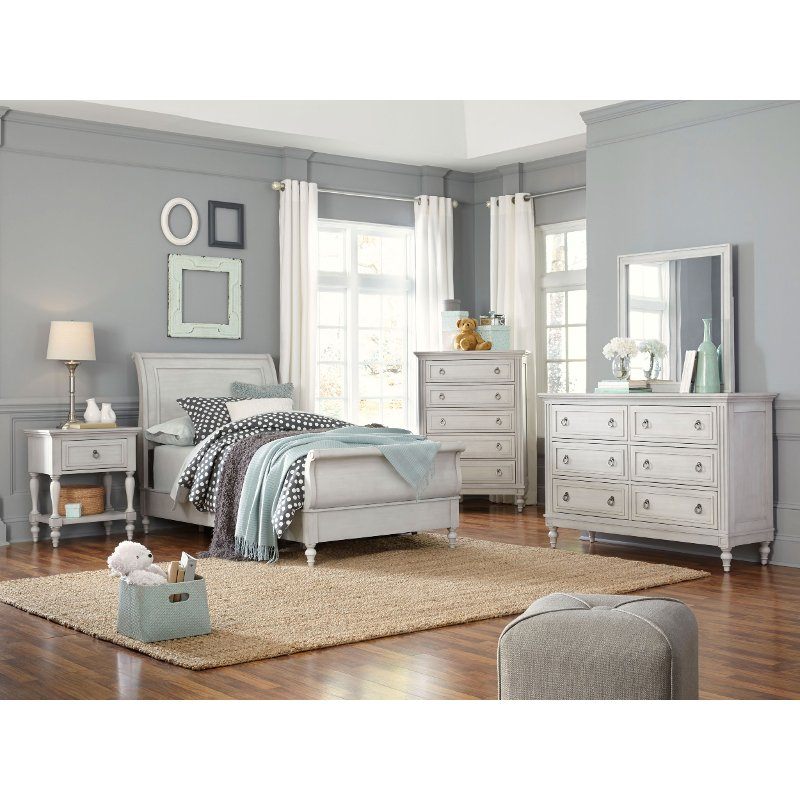 Traditional White 4 Piece Full Bedroom Set - Sarah