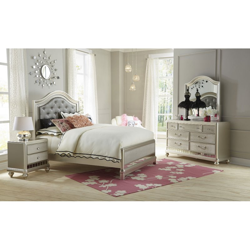 Lil 39 diva champagne 6 piece full bedroom set for Full bedroom furniture sets