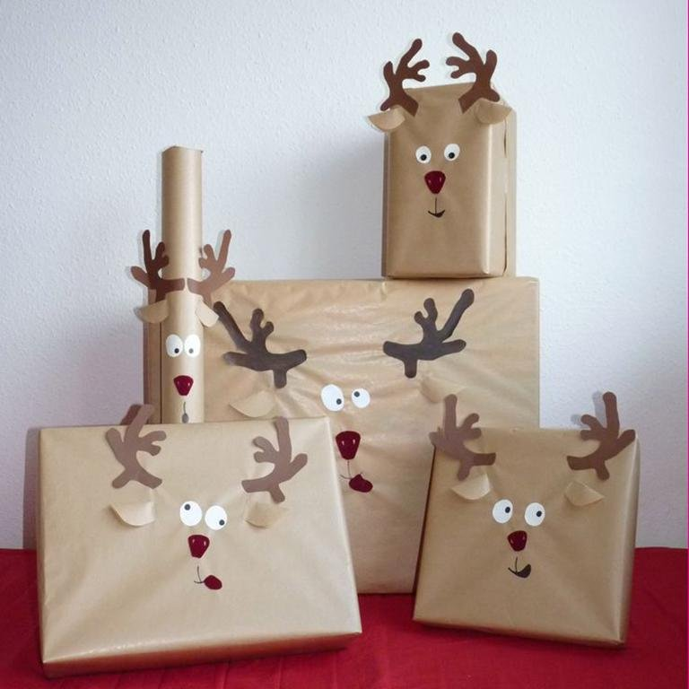 cute reindeer wrapping paper