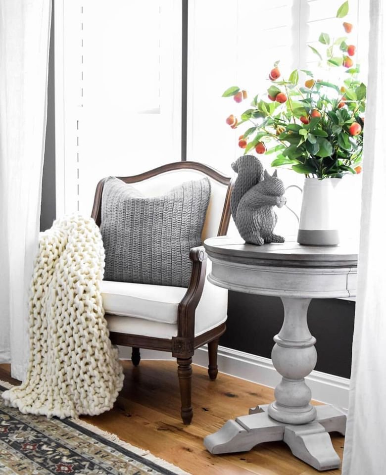 Vintage farmhouse style accent chair