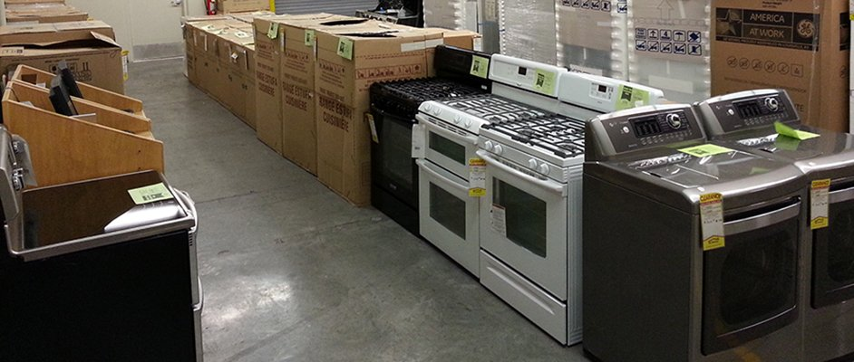 Save on an electric range or gas stove in our clearance center at RC Willey Summerlin, Nevada