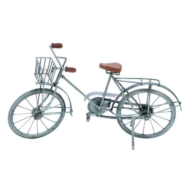 Designed to be a decorative piece, this metal cycle will add a tasteful elegance to your home or office. Accessories are a fun and easy way to personalize your decor and RC Willey is the place to find them!