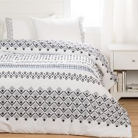 100249 White and Black Full Comforter with Pillow Shams - Lodge