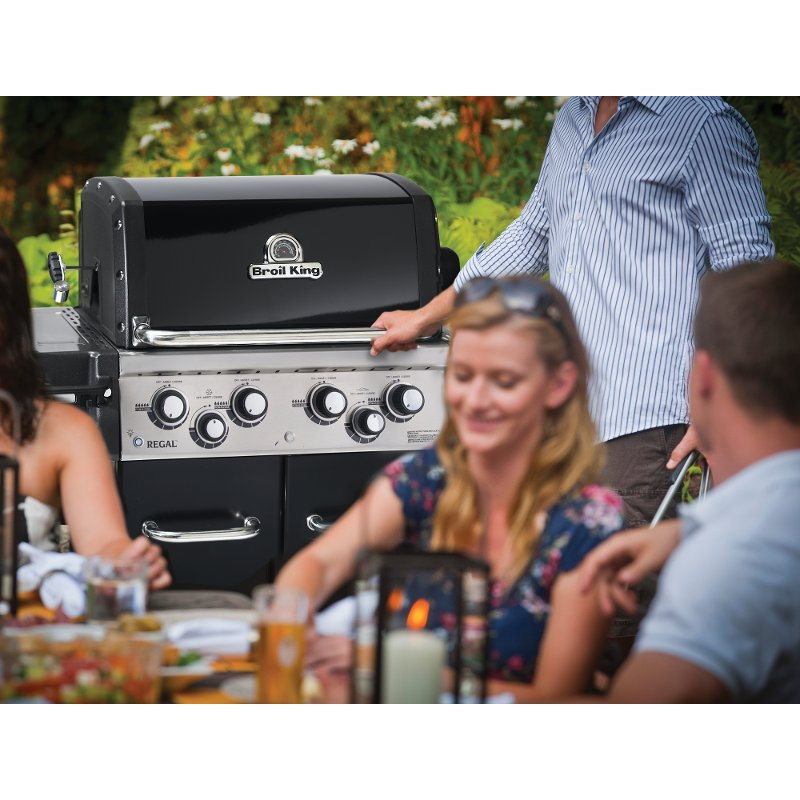 Broil King Regal 490 Pro Natural Gas Grill - Black