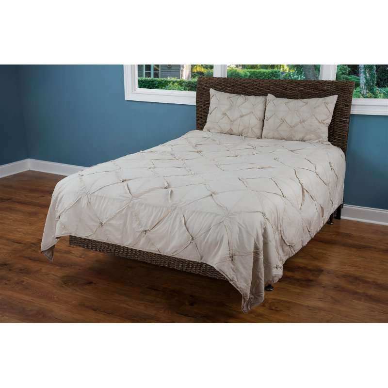 Stone King Quilt Carrington Bedding Collection