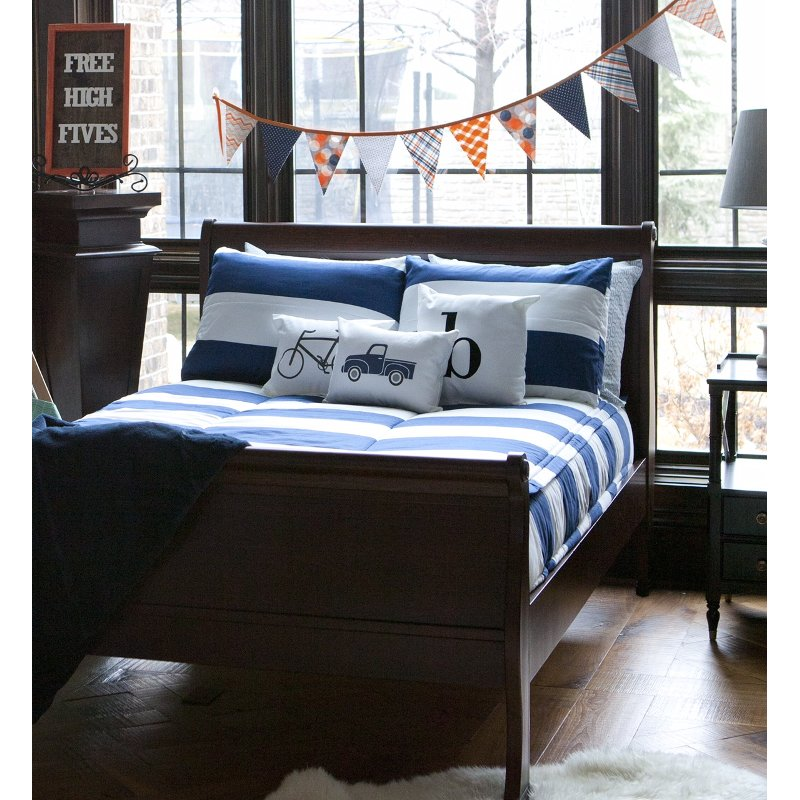Beddy's Full Navy and White Game On Bedding Collection